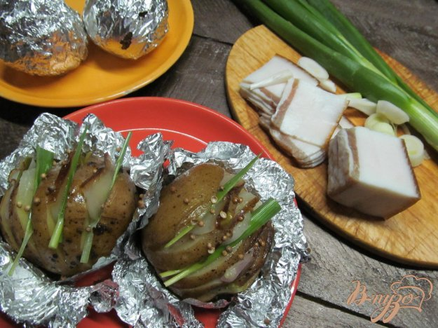 фото рецепта: Картофель с салом запеченный в фольге