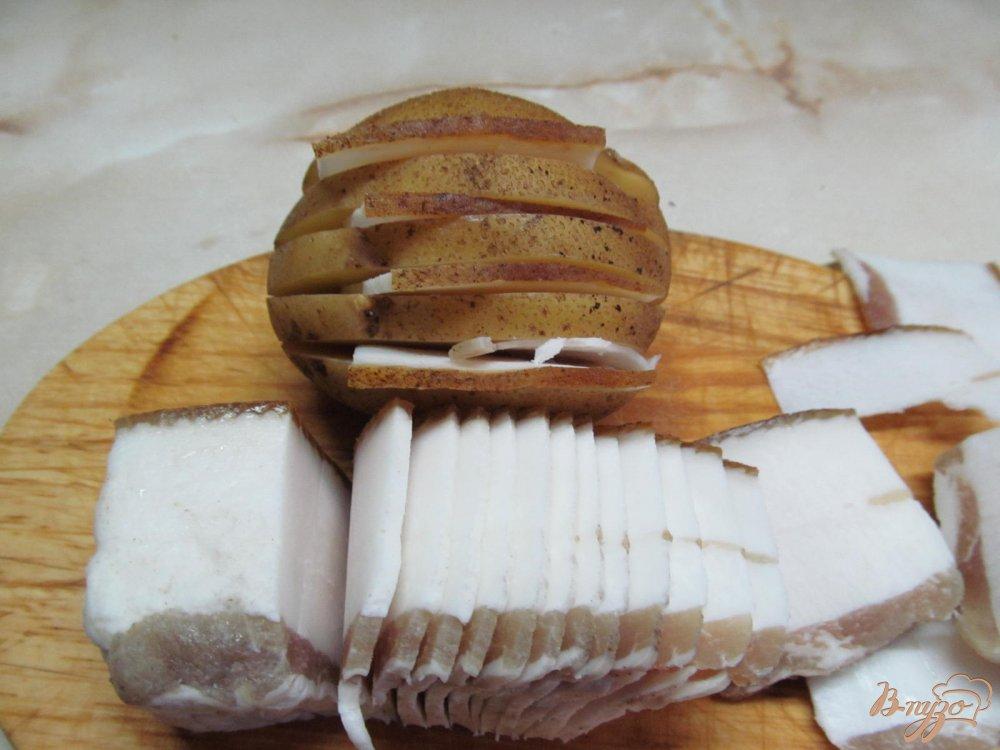 Фото приготовление рецепта: Картофель с салом запеченный в фольге шаг №2