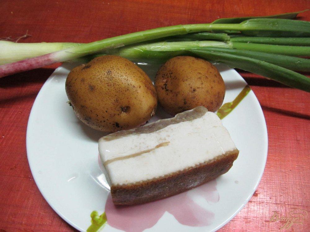 Фото приготовление рецепта: Картофель с салом запеченный в фольге шаг №1