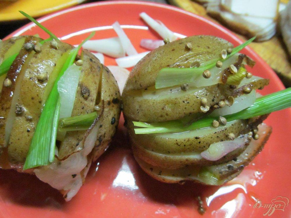 Фото приготовление рецепта: Картофель с салом запеченный в фольге шаг №6