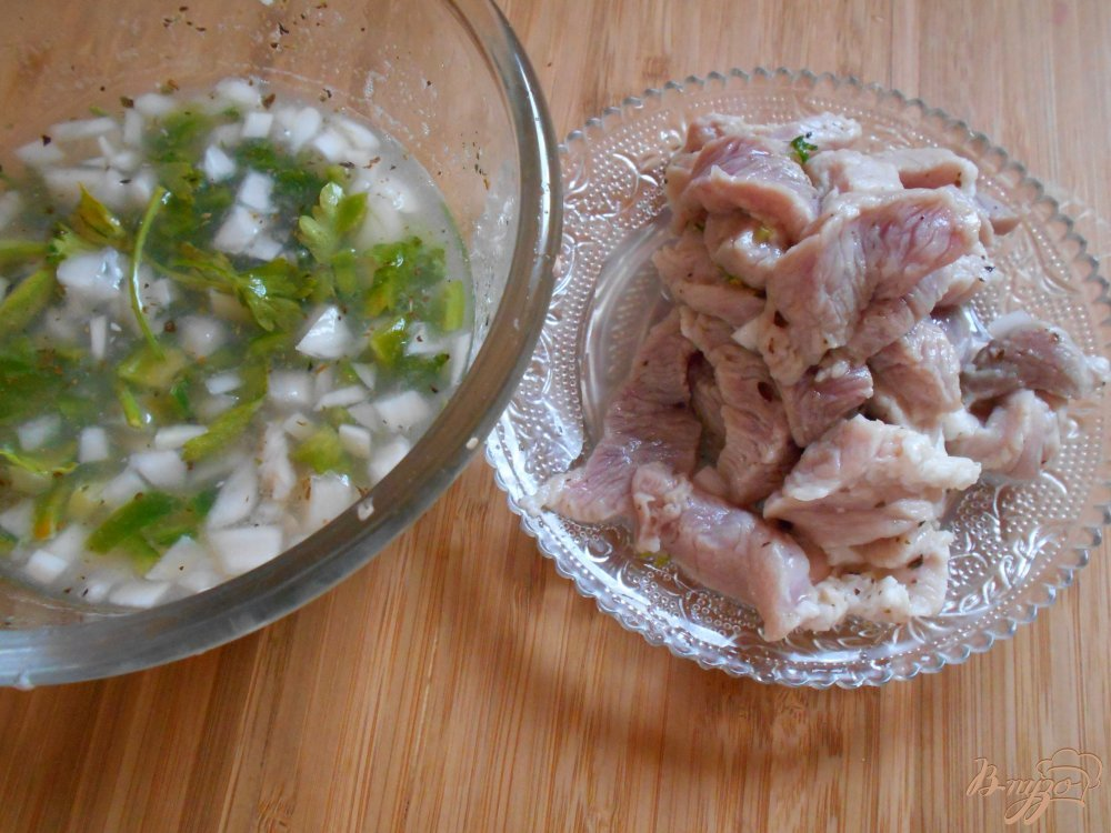 Фото приготовление рецепта: Свинина с баклажанами шаг №4