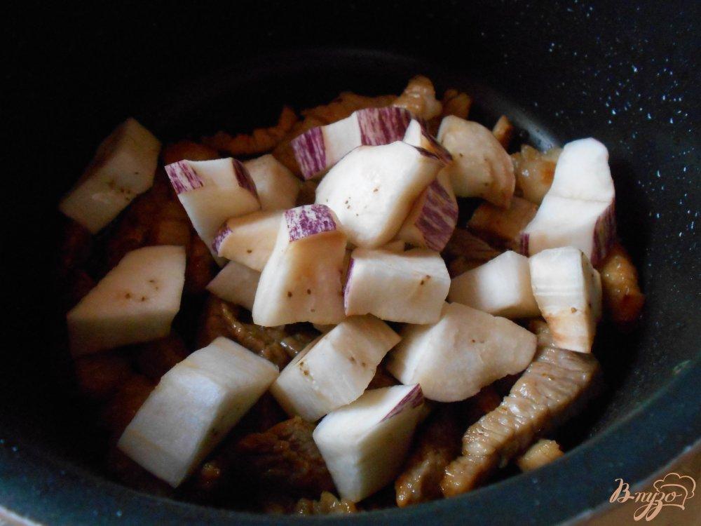 Фото приготовление рецепта: Свинина с баклажанами шаг №6