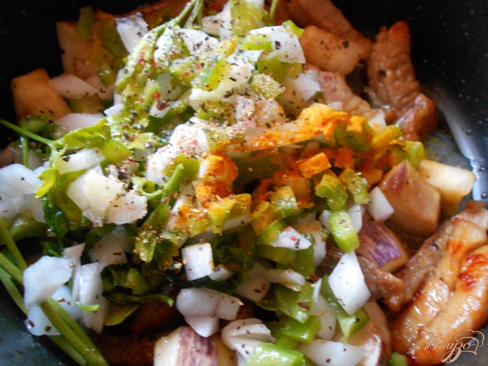 Фото приготовление рецепта: Свинина с баклажанами шаг №7