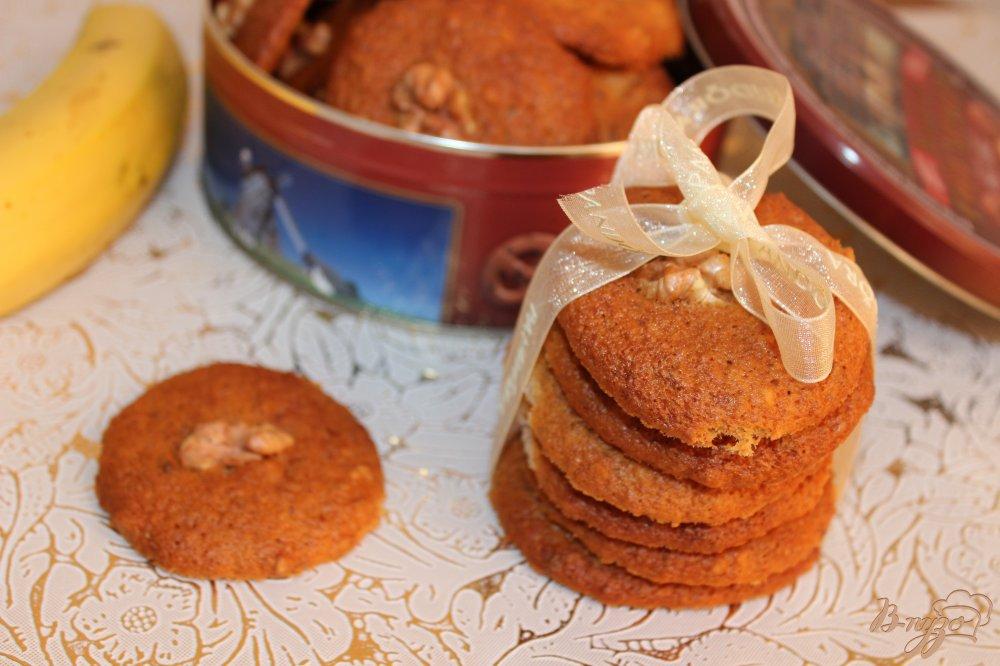 Фото приготовление рецепта: Бананово-ореховое печенье шаг №7