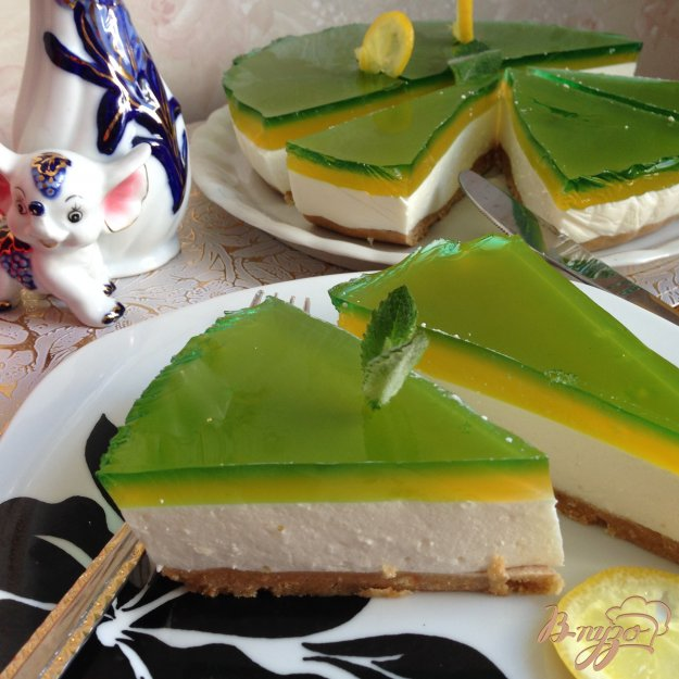 фото рецепта: Желейный торт без выпечки с цитрусовым  вкусом