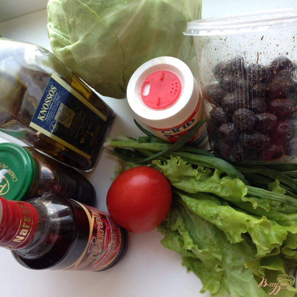 Фото приготовление рецепта: Салат с вялеными помидорами и маслинами шаг №1