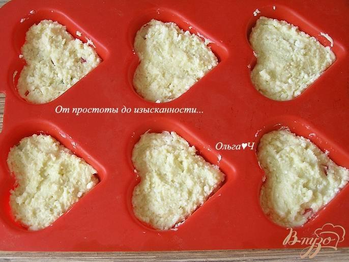 Фото приготовление рецепта: Творожные кексы с цукатами шаг №4