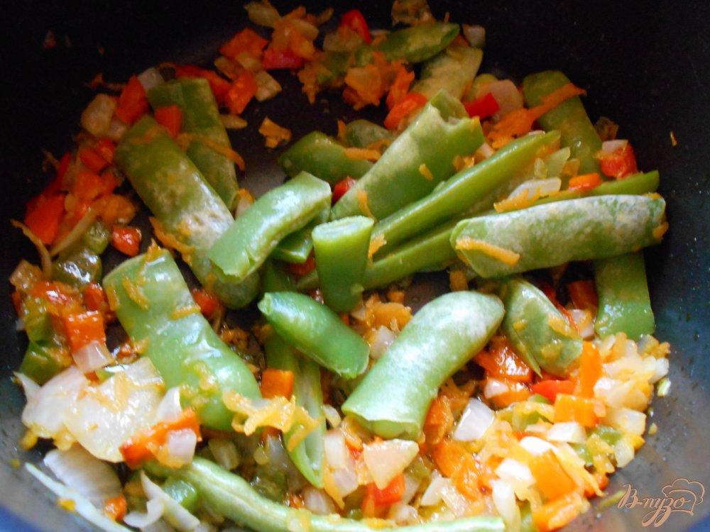Фото приготовление рецепта: Суп со стручковой фасолью и мясными шариками шаг №5