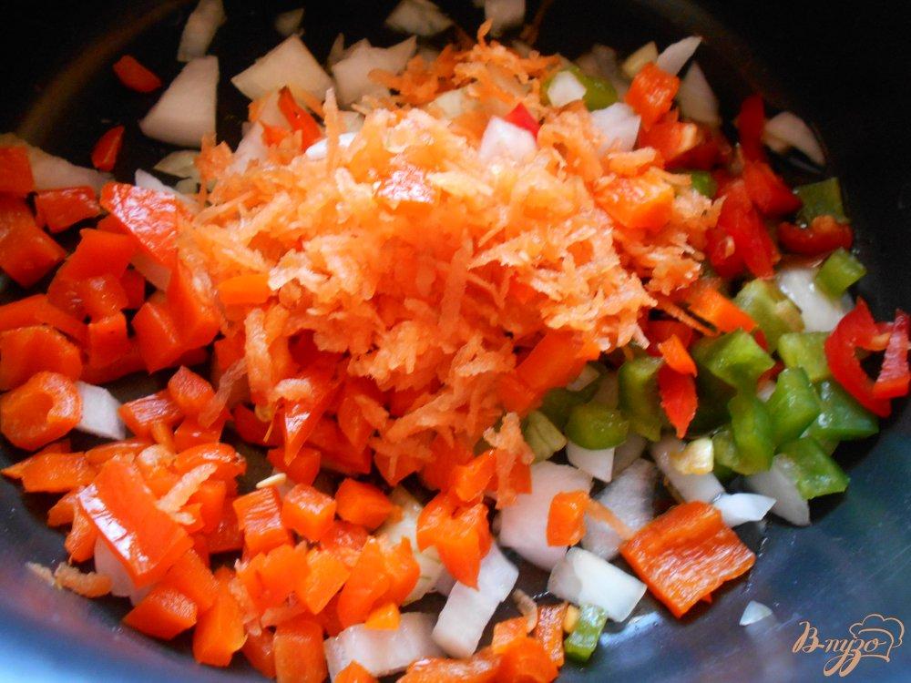 Фото приготовление рецепта: Суп со стручковой фасолью и мясными шариками шаг №3