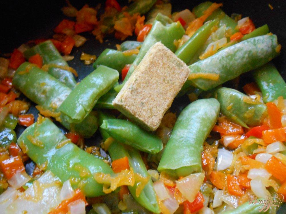 Фото приготовление рецепта: Суп со стручковой фасолью и мясными шариками шаг №6