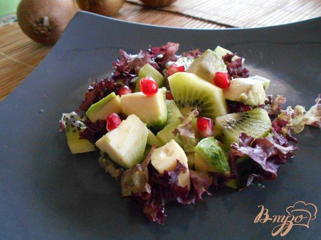 фото рецепта: Салат с киви и авокадо