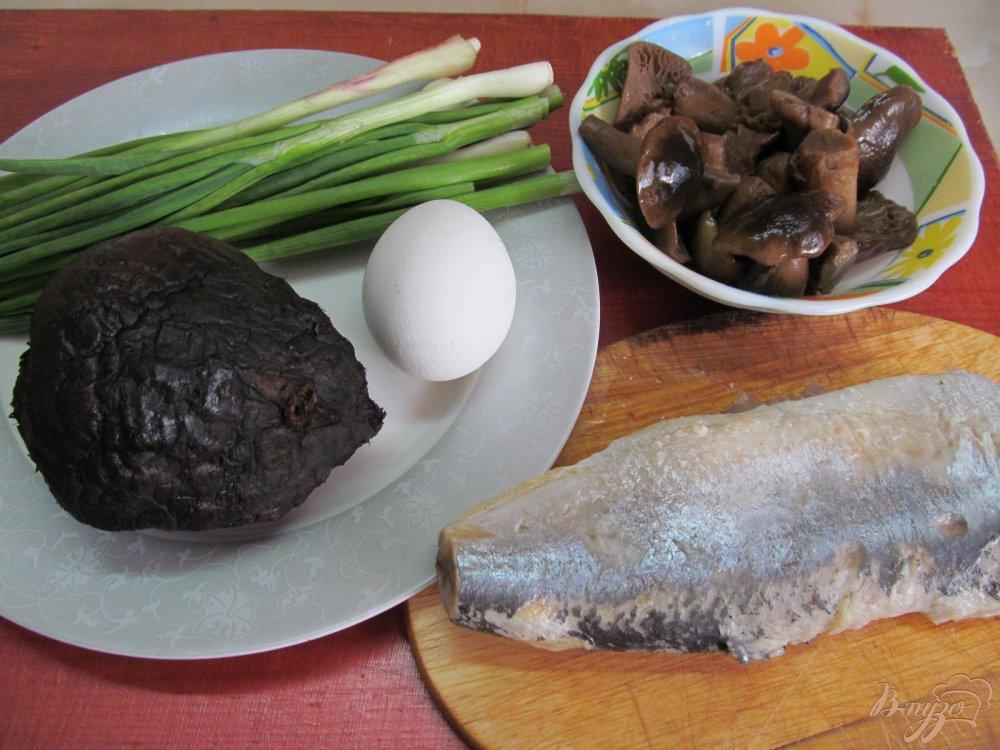Фото приготовление рецепта: Салат с сельдью шаг №1