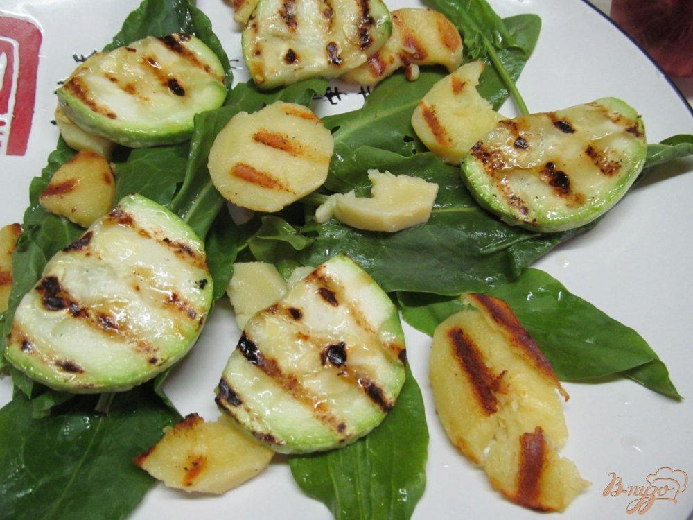 Фото приготовление рецепта: Теплый салат и свинины картофеля и кабачка шаг №7