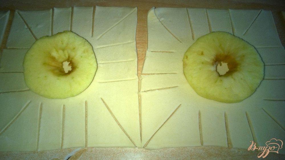 Фото приготовление рецепта: Яблочные слойки