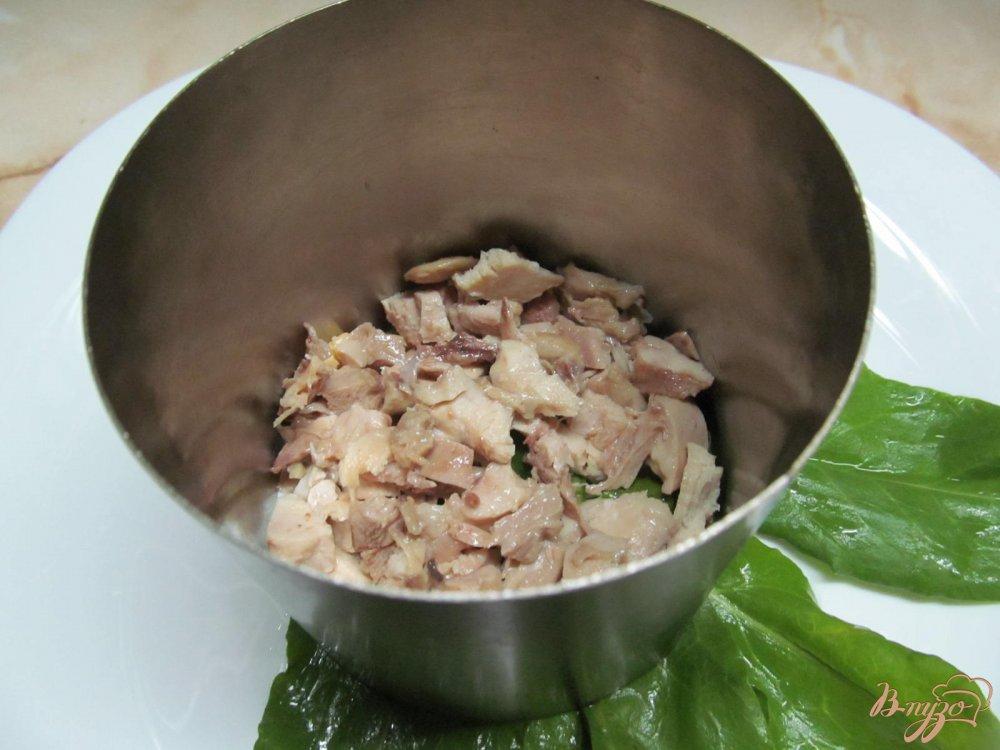 Фото приготовление рецепта: Салат с курицей и черносливом шаг №5