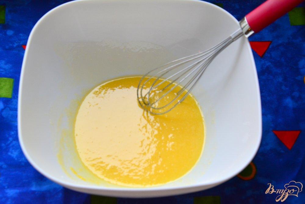 Фото приготовление рецепта: Кулич без дрожжей с кумкватами шаг №2