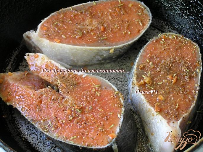 Фото приготовление рецепта: Кижуч в пряностях с корицей шаг №3