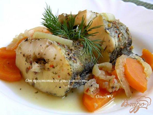 фото рецепта: Минтай, тушеный с луком и морковью (без масла)