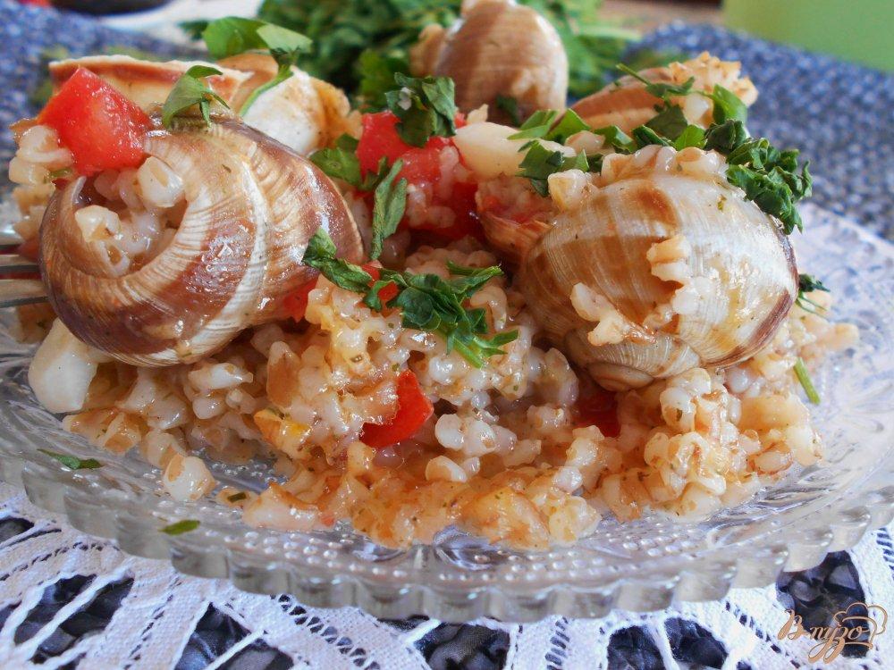 Фото приготовление рецепта: Улитки с пшеничной кашей по-гречески шаг №5
