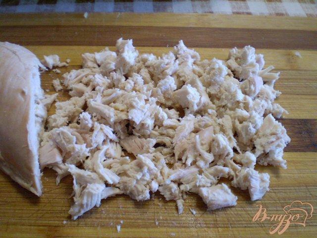 Фото приготовление рецепта: Окрошка на кефире с мясом и колбасой шаг №6