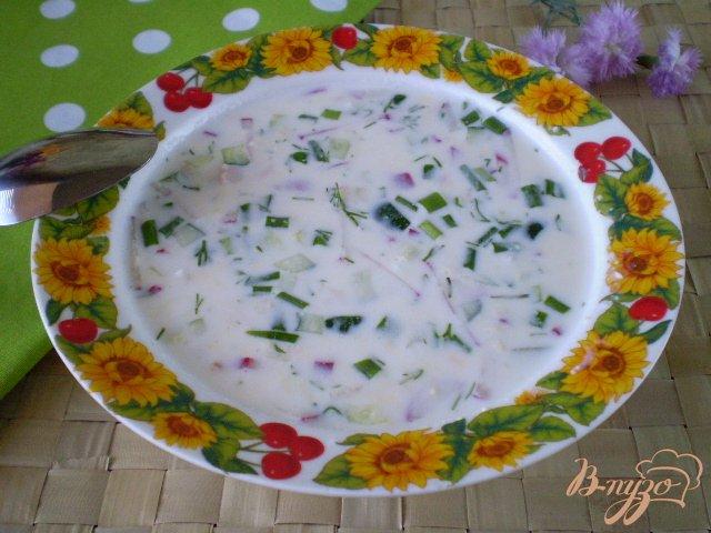 Фото приготовление рецепта: Окрошка на кефире с мясом и колбасой шаг №13