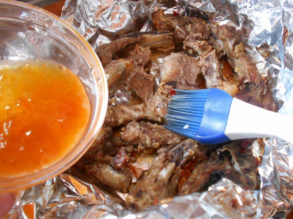 Фото приготовление рецепта: Свиные ребрышки в абрикосовой глазури шаг №5