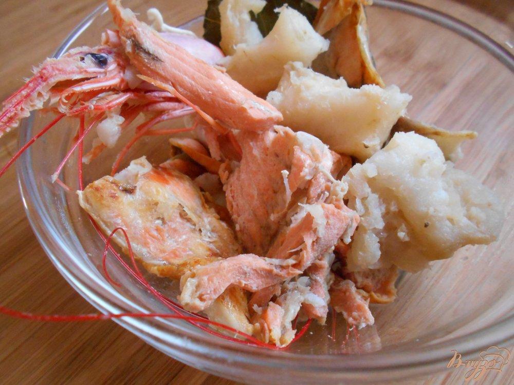 Фото приготовление рецепта: Рыбный суп шаг №2
