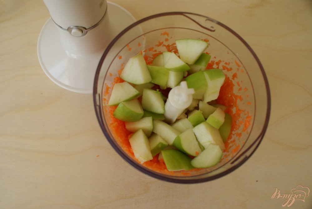 Фото приготовление рецепта: Морковно-яблочный смузи шаг №5
