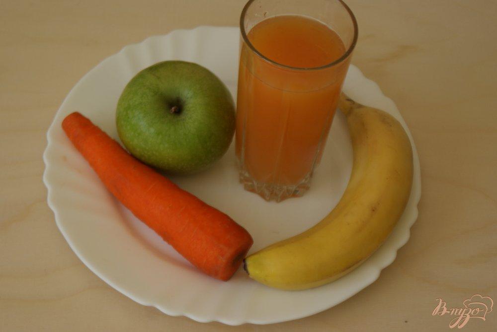 Фото приготовление рецепта: Морковно-яблочный смузи шаг №1