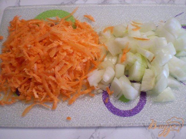 Фото приготовление рецепта: Суп из хека с вермишелью шаг №3