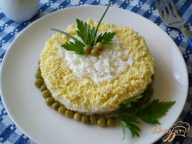Фото приготовление рецепта: Рыбный салат шаг №9