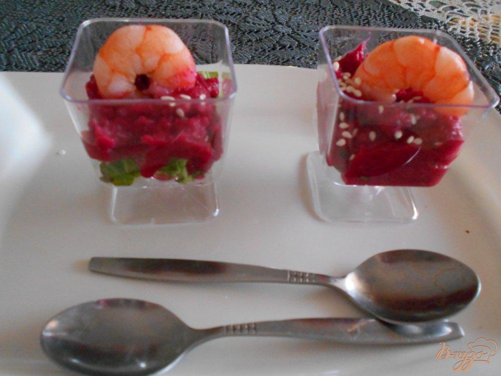 Фото приготовление рецепта: Закуска из свекольного мусса и креветок шаг №7