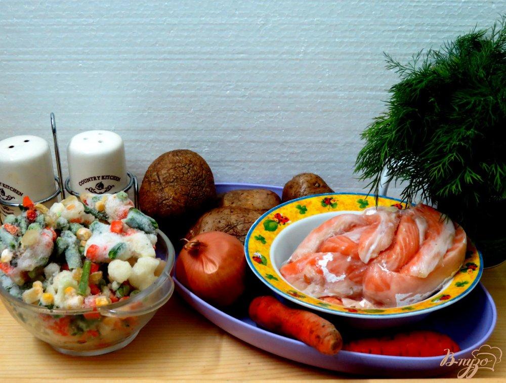 Фото приготовление рецепта: Суп овощной с брюшками сёмги. шаг №1