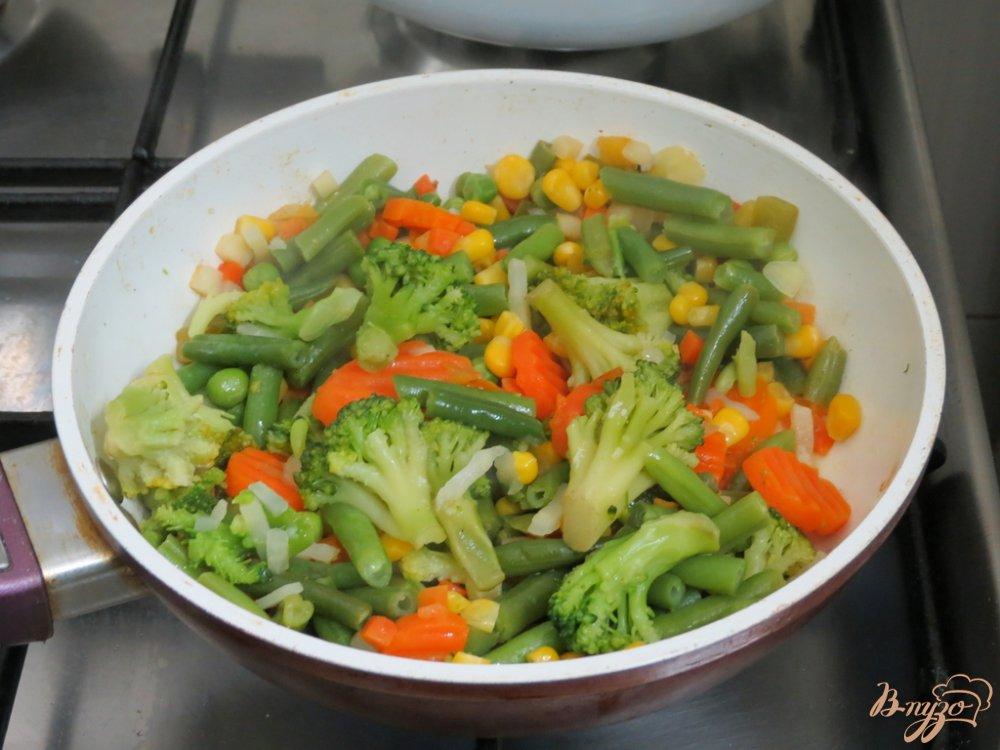 Фото приготовление рецепта: Суп овощной с брюшками сёмги. шаг №4