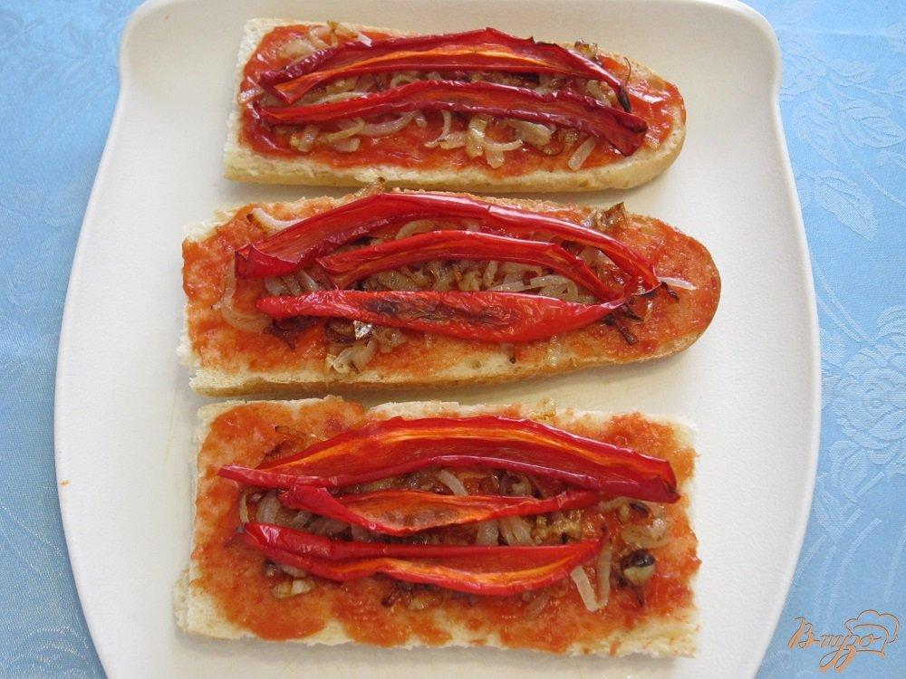 Фото приготовление рецепта: Сэндвич с сосисками шаг №5