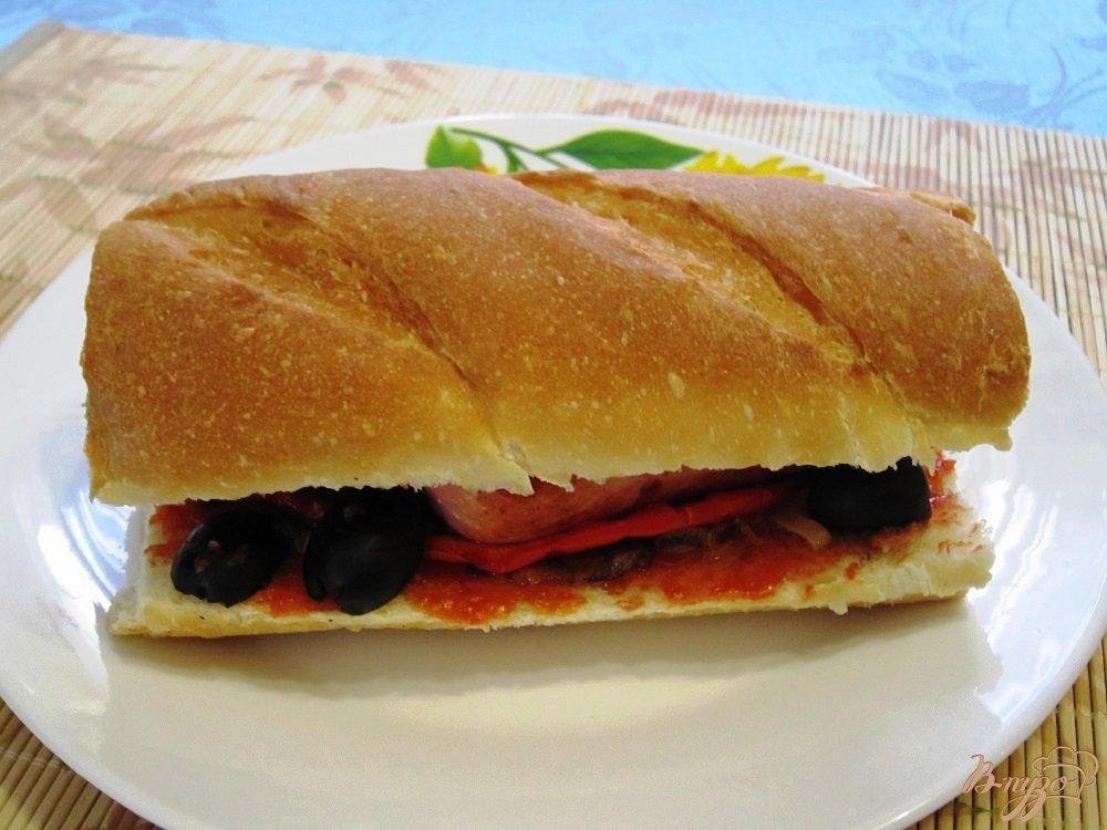 Фото приготовление рецепта: Сэндвич с сосисками шаг №7