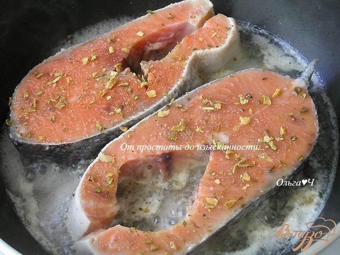 Фото приготовление рецепта: Кижуч в пряностях с мятой шаг №2