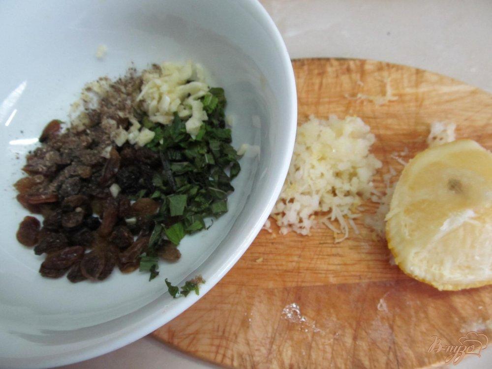 Фото приготовление рецепта: Кабачок с изюмом шаг №2