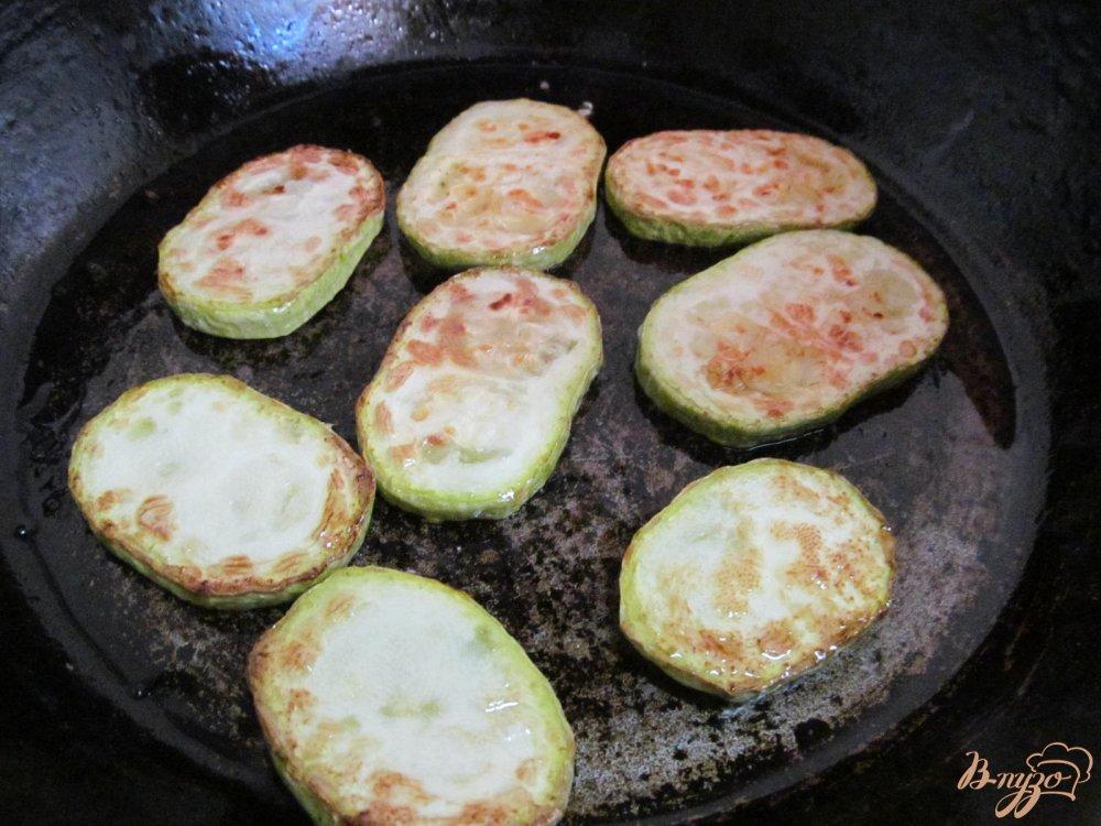 Фото приготовление рецепта: Кабачок с изюмом шаг №4