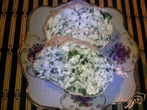 фото рецепта: Рулет закусочный из лаваша с творогом, огурцом и шпинатом
