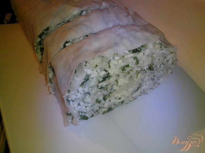 Фото приготовление рецепта: Рулет закусочный из лаваша с творогом, огурцом и шпинатом шаг №5