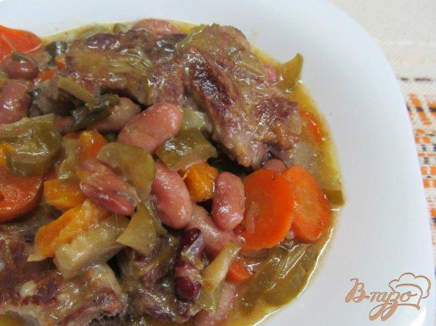 фото рецепта: Свиные ребра с фасолью и курагой в мультиварке