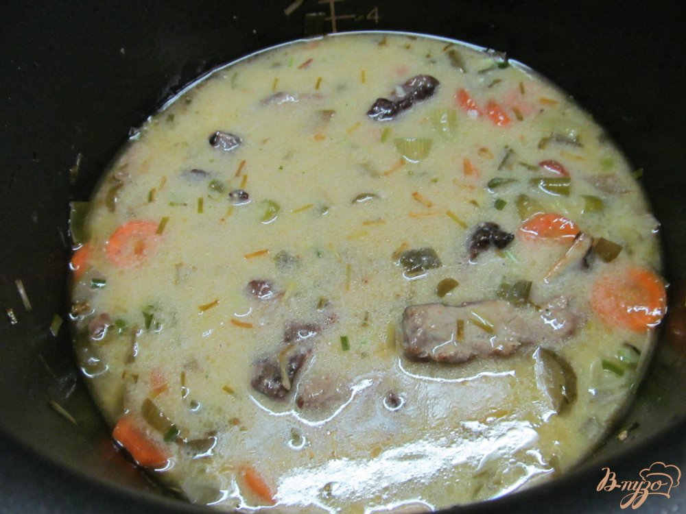 Фото приготовление рецепта: Свиные ребра с фасолью и курагой в мультиварке шаг №7