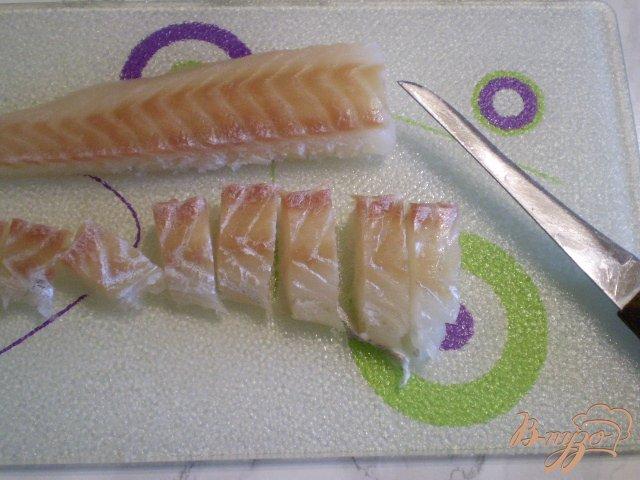 Фото приготовление рецепта: Рыбный суп с яйцо и зеленым луком шаг №3