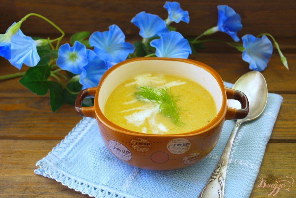 Фото приготовление рецепта: Суп с рыбными консервами и сливками шаг №9