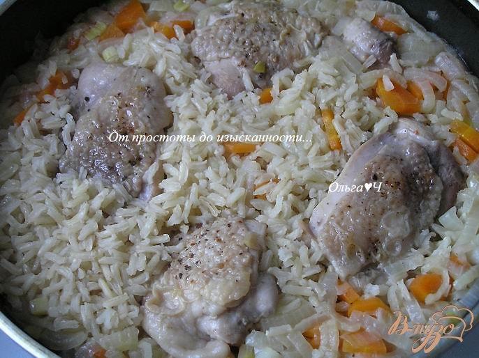 Фото приготовление рецепта: Плов из коричневого риса с курицей шаг №5
