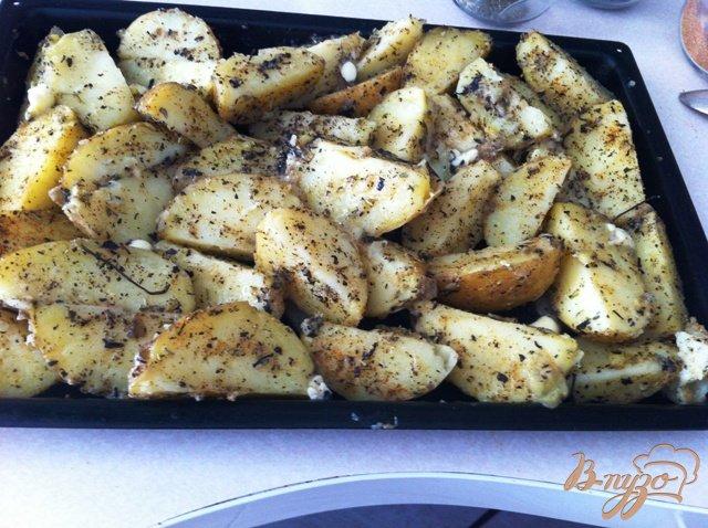 Фото приготовление рецепта: Молодой пряный картофель шаг №5