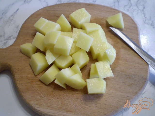 Фото приготовление рецепта: Суп с минтаем, морской капустой и шампиньонами шаг №2