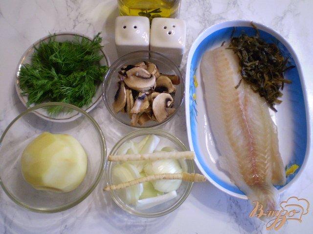 Фото приготовление рецепта: Суп с минтаем, морской капустой и шампиньонами шаг №1