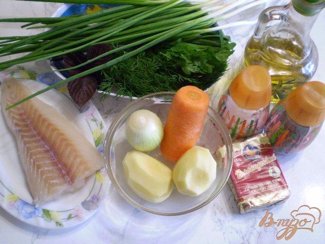 Фото приготовление рецепта: Суп из минтая и сыра шаг №1
